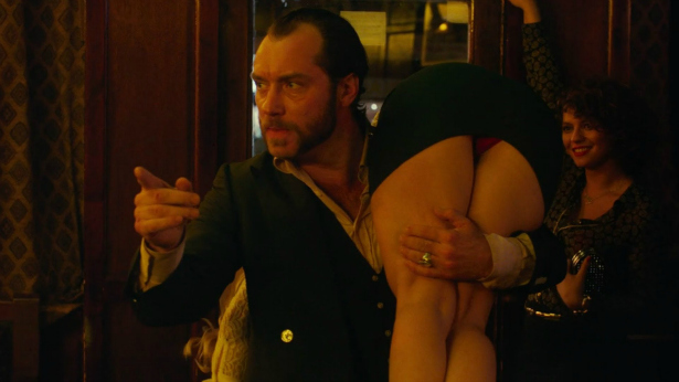 Dom-Hemingway-over-the-shoulder