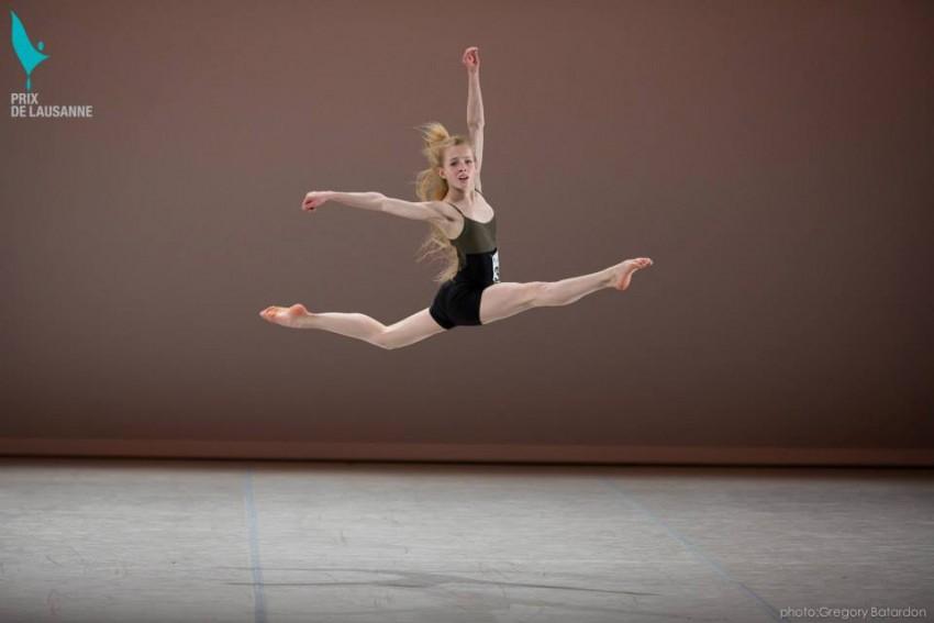 Bailarina saltando Prix Lausanne