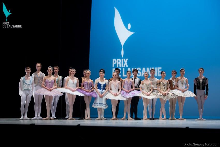 Bailarinas posando en el Prix Lausanne