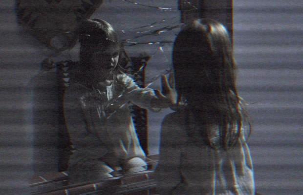 leila-espejo-paranormal-activity-5