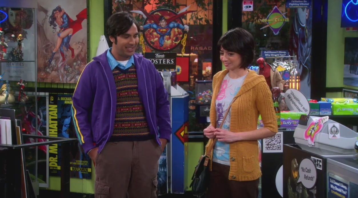 Raj y Lucy se conocen en la tienda de cómics