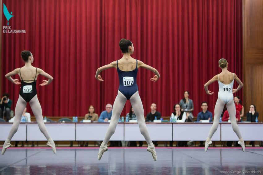 Bailarinas en el Prix Lausanne