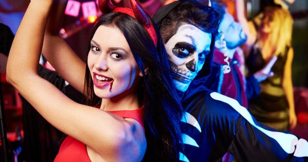 10 Halloween Costumes for Couples 1 e1476875877647
