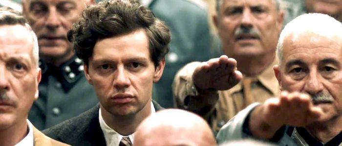 Hombres en meeting nazi en película